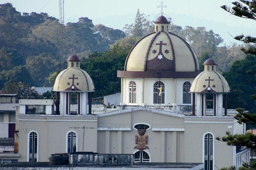 Recientemente le fueron incorporados a los campanarios y cúpula revestimientos de azulejo con los colores y escudo de la orden carmelita al Templo de Santa Teresa, zona 1. (Foto: Néstor Galicia)