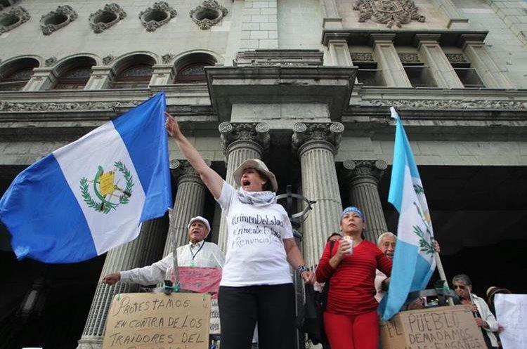 Ciudadanos se congregaron frente al Palacio Nacional de la Cultura