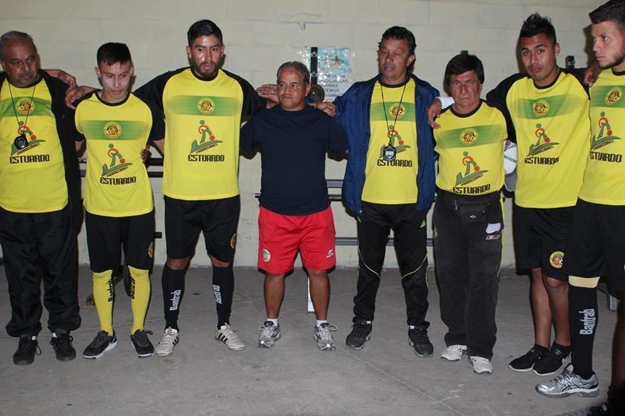 El entrenador —centro— tiene el respaldo de la Junta Directiva y de los jugadores. (Foto Prensa Libre: Aroldo Marroquín)
