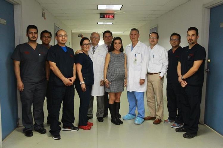 El equipo de cirujanos pediatras del Hospital Roosevelt está listo para la separación de las siamesas Esmeraldas. (Foto Prensa Libre: Álvaro Interiano)