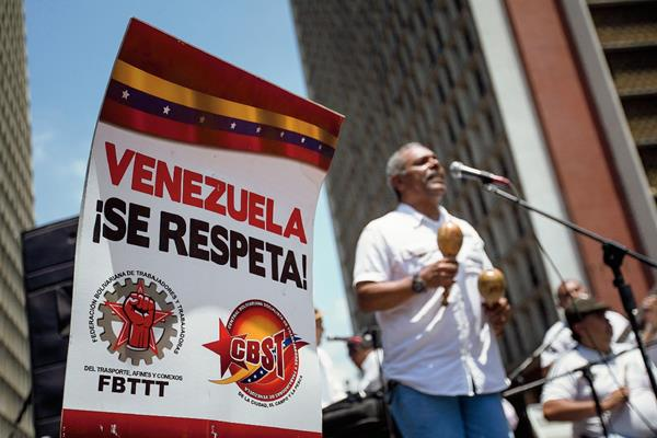 """Un cartel de la campaña """"Obama deroga tu decreto ya"""" durante en Caracas,Venezuela.(Foto Prernsa Libre:EFE)EFE"""