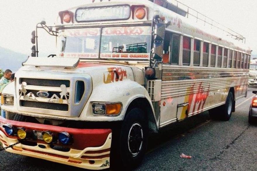 Autobús donde sucedió el ataque armado en el km 164 de la ruta hacia Rabinal. (Foto Prensa Libre: Carlos Grave)