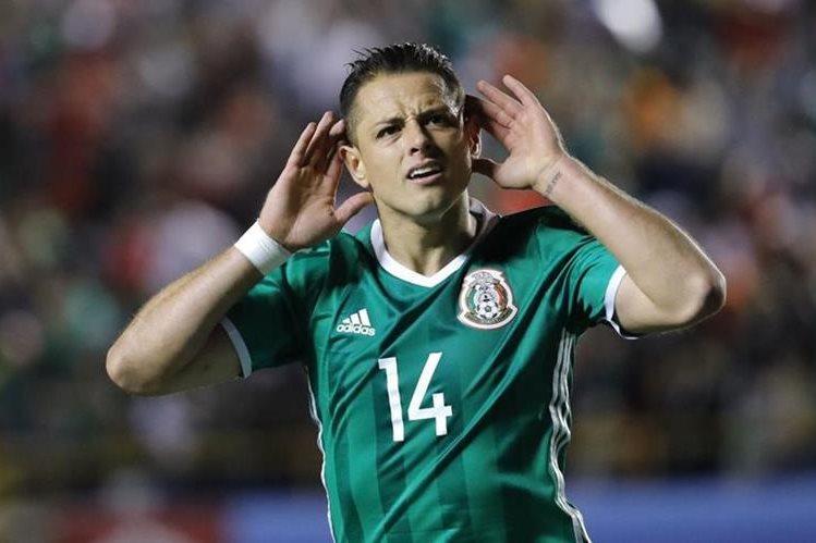 Javier Hernández celebra el segundo gol de México en el triunfo 3-1 contra Trinidad. (Foto Prensa Libre: EFE).