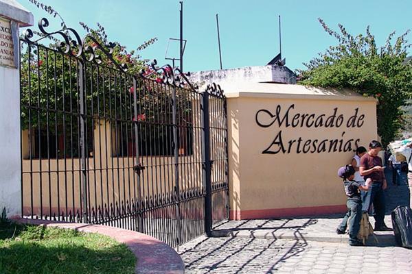 La Asociación del Mercado de Artesanías, zona 13, interpuso una acción legal en la CC, contra el presidente Otto Pérez Molina. (Prensa Libre: foto hemeroteca, pl).