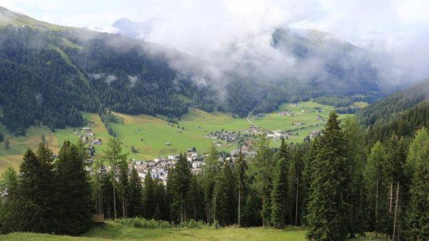Promotores y operadores turísticos fueron los anunciantes más entusiastas de una Suiza que era sinónimo de vida saludable. MIKE MACEACHARAN