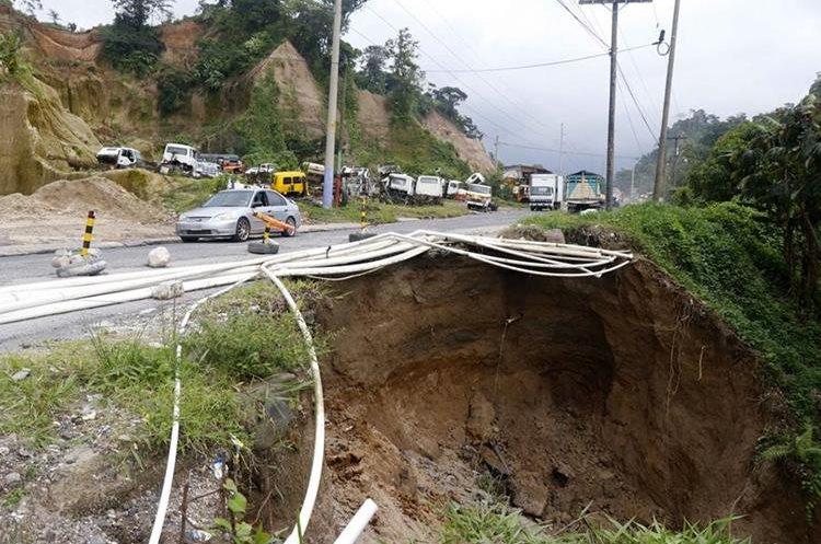 En varios trayectos de las carreteras Cito Zarco hay complicaciones debido al deterioro del asfalto. (Foto Prensa Libre: Rolando Miranda)