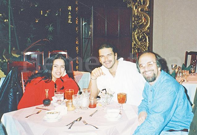"""Elizabeth, corista; Ricardo y """"Malín"""", arreglista, cuando grabaron Historias, en Dallas, Texas. (Foto: Hemeroteca PL)"""