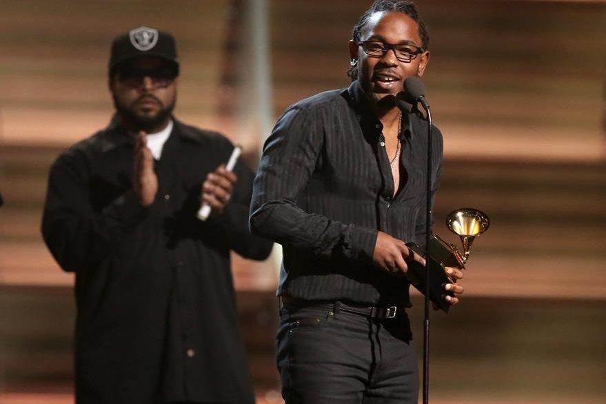 Kendrick Lamar fue uno de los primeros galardonados de la noche. (Foto Prensa Libre: AP)