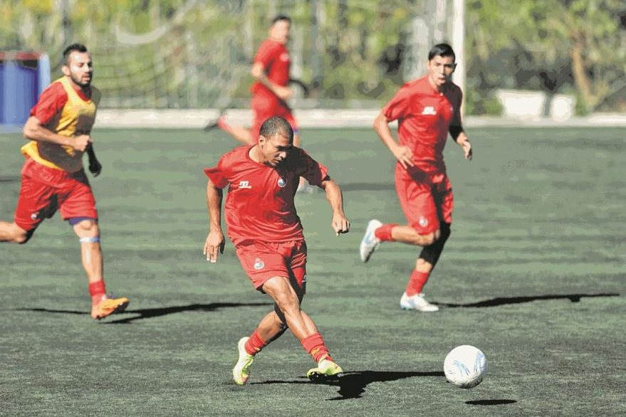Janderson Pereira captado durante un entrenamiento en el complejo deportivo Ernesto Villa Alfonso, el martes 22 de diciembre de 2015. (Foto Prensa Libre: de Francisco Sánchez).