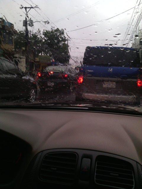Tránsito lento en calzada Atanasio Tzul y 18 calle zona 12. (Foto Prensa Libre: @Log_1997).