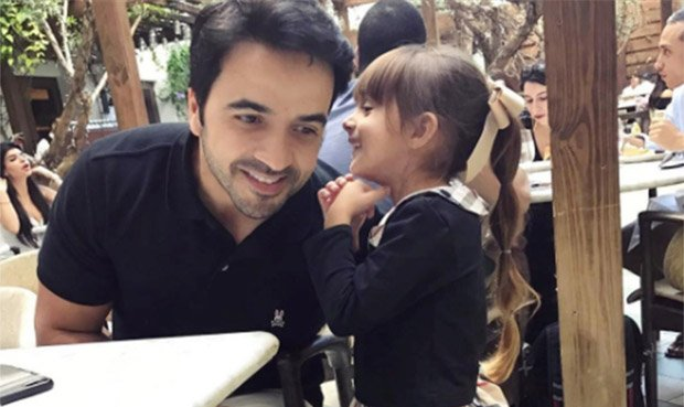Luis Fonsi y su hija Mikaela de cinco años. (Foto Prensa Libre: www.larepublica.pe)