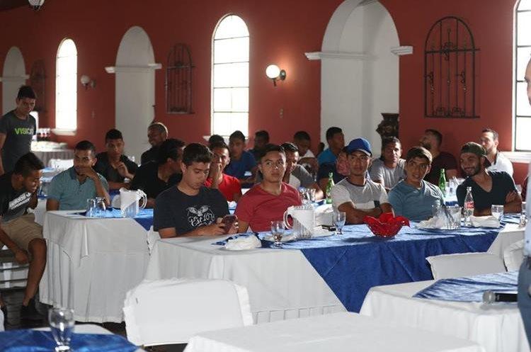Al menos 200 futbolistas se han inscrito en el SIFUPGUA. (Foto Prensa Libre: Carlos Vicente)