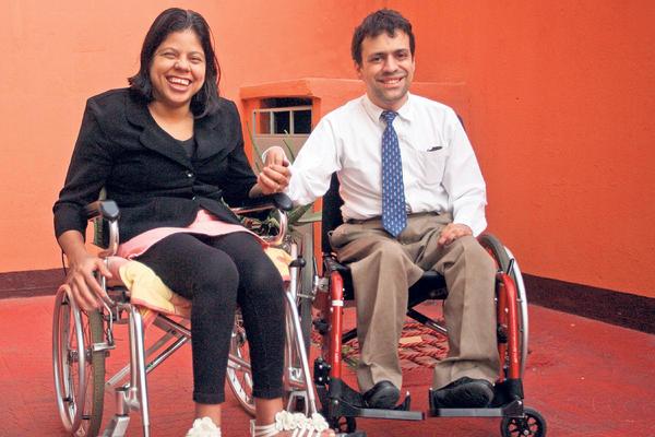 La discapacidad de uno o de ambos no es obstáculo para ser felices. (Foto Prensa Libre: Brenda Martinez)