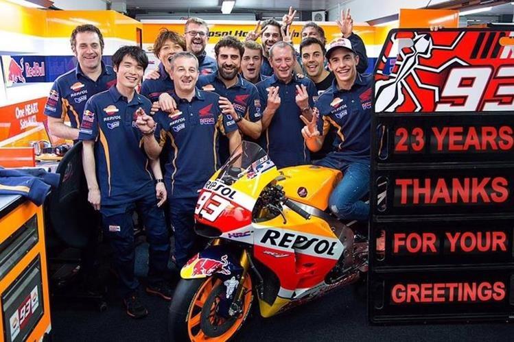 El piloto español Marc Márquez festejó su cumpleaños con los integrantes del equipo. (Foto Marc Márquez).