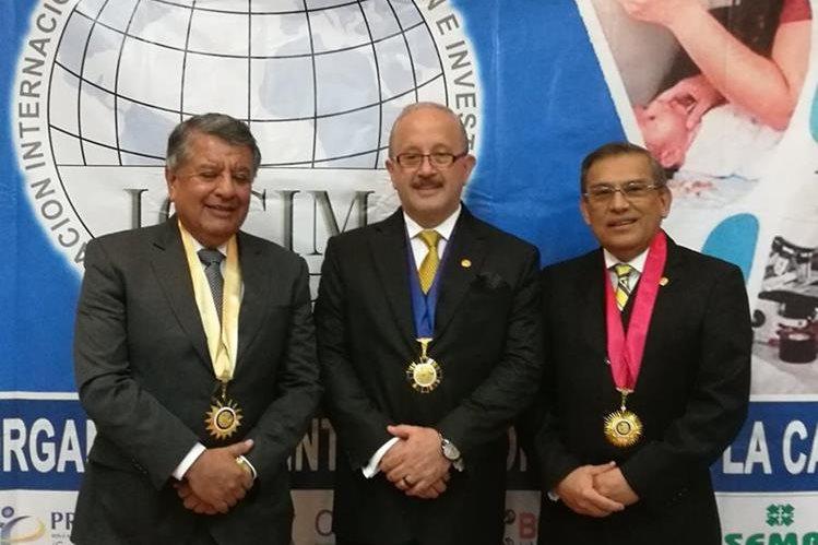 Edgardo Laparra, Julio Alonzo y Rodolfo Bonilla, guatemaltecos galardonados por la OICIM. (Foto Prensa Libre: Cortesía)
