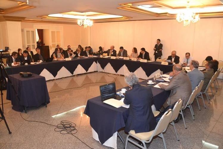 Comisión de Asuntos Electorales del Congreso discute las reformas a la Ley Electoral y de Partidos Políticos. (Foto Prensa Libre: Antonio Castro)