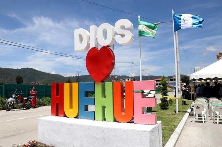 Empresario impulsa el amor por Huehuetenango, en cada proyecto verde que promueve con sus propios recursos. (Foto Prensa Libre: Mike Castillo)
