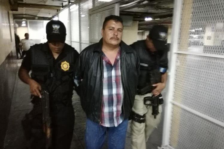 El supuesto secuestrado tenía en cautiverio a una mujer en la colonia Santa Sofía, San José Pinula. (Foto Prensa Libre: PNC)