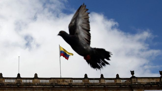 La paz parece cada vez más cerca. Pero, para consolidarla, los colombianos primero tendrán que ponerse de acuerdo en las causas de tantos años de violencia. (AP).