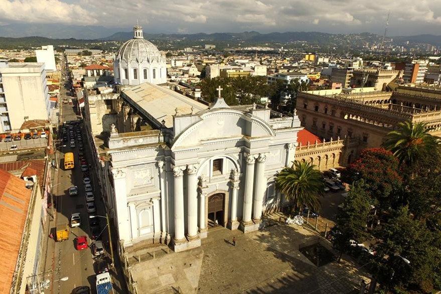 El templo de San Francisco fue construido hace 165 años. Foto Prensa Libre: Dron / Álvaro Interiano.