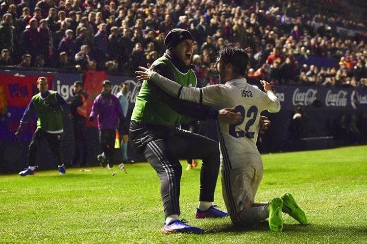 Isco desenredó el partido con el 2-1 transitorio del Madrid. (Foto Prensa Libre: AP)