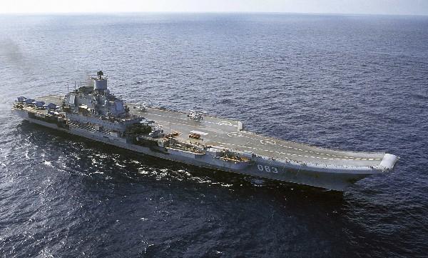 El portaaviones Almirante Kuznetsov durante su misión en el mar Mediterráneo. (AP).