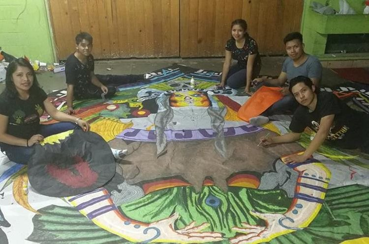 El grupo en Sumpango trabaja en horas de la noche, desde mediados de junio de este año. (Foto Prensa Libre: Óscar Felipe Quisque)
