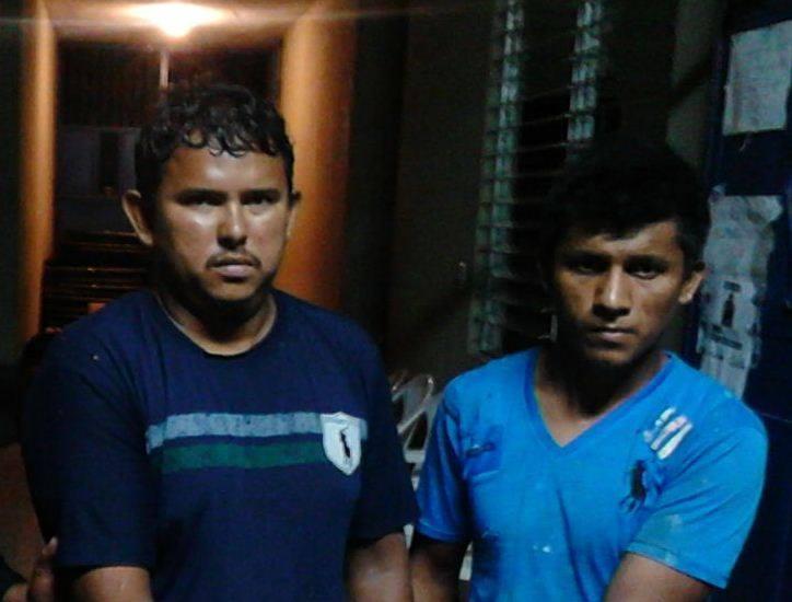 Sujetos aprehendidos por la PNC en Chiquimulilla, sindicados de haber abusado de una menor. (Foto Prensa Libre: PNC)