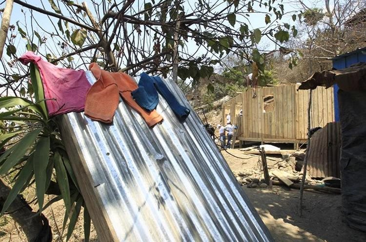 Ubicados en el km 47 aldea Saucité, San Juan Sacatepéquez, 10 familias fueron beneficiadas con la construcción de viviendas. (Foto Prensa Libre: Carlos Hernández)