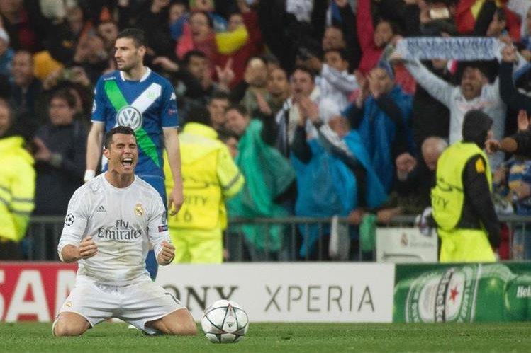 Cristiano Ronaldo consiguió triplete de goles frente al Wolfsburgo que le permitió el pase a la siguiente ronda de la Liga de Campeones. (Foto Prensa Libre: AFP)