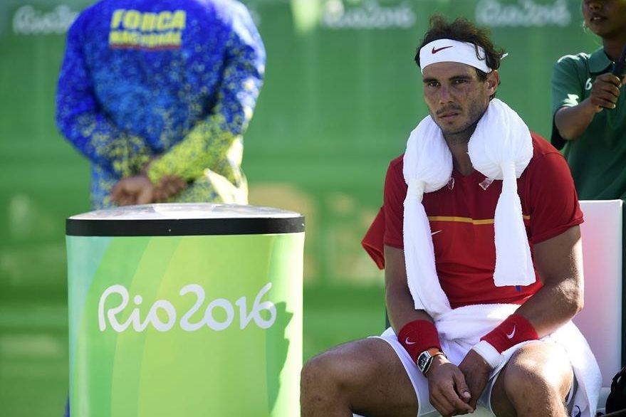 Rafael Nadal no puede creer que Nishikori le haya dejado sin preseas. (Foto Prensa Libre: AFP)
