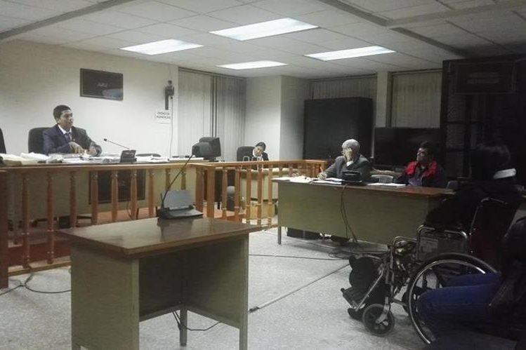 El juez Mynor Moto, le quitó cinco delitos al exalcalde de Chinautla, Arnoldo Medrano y el impone fianza por el caso <em>Vivienda Digna</em>. (Foto Prensa Libre: Jerson Ramos)