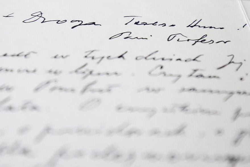 Detalle de una de las cartas que el papa Juan Pablo II envió a su amiga Anna Teresa Tymieniecka que se conservan en la Biblioteca Nacional de Polonia en Varsovia. (Foto Prensa Libre: EFE).