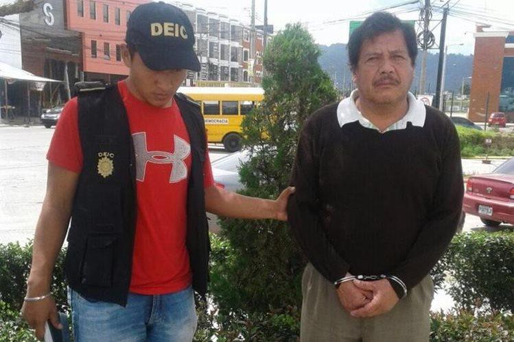 El maestro Francisco Inocente Ovalle Jovel fue capturado en la zona 1 de Quetzaltenango.(Foto Prensa Libre: María José Longo)
