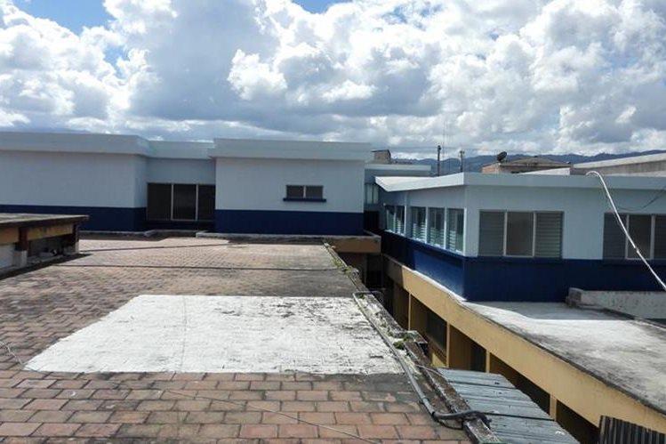 En el segundo piso del Hospital Nacional de Jalapa se construyó el intensivo pediátrico a un costo de Q3 millones, pero la obra se encuentra abandonada. (Foto Prensa Libre: Hugo Oliva)