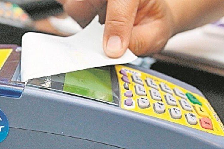 Los emisores de tarjetas de crédito advierten que habrá efectos negativos para el país.