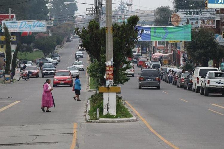 Los marquenses que se encontraban en las calles se alarmaron por el temblor. Foto Prensa Libre: Whitmer Barrera.