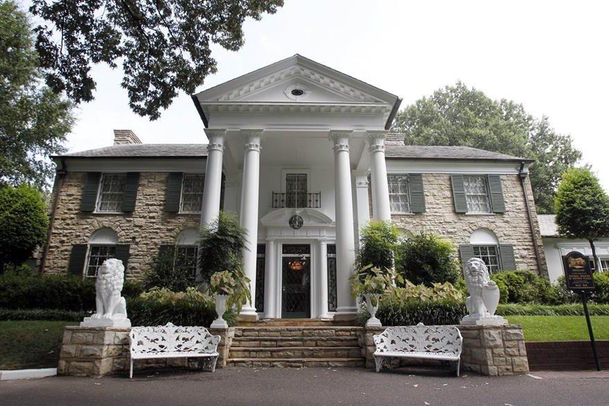 En Graceland, la casa de Elvis Presley en Memphis, se presentará el sello postal. (Foto Prensa Libr: AP)