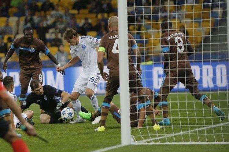 Iker Casillas se estrenó con el Porto en la Liga de Campeones. (Foto Prensa Libre: EFE)