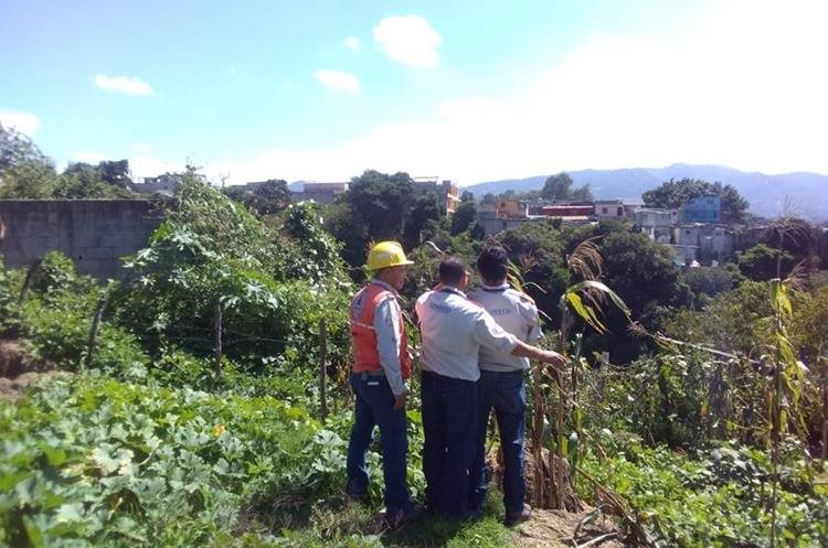 El pasado 25 de octubre personal de la Conred efectuó un análisis en la colonia Santa Fe, zona 13.(Foto Prensa Libre: Cortesía Conred)