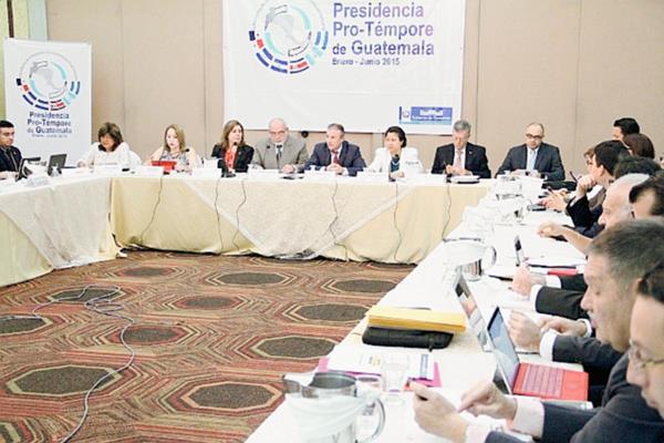 La reunión de Comieco fue presidida por el Ministro de Economía Sergio de la Torre. (Foto, Prensa Libre: Mineco)