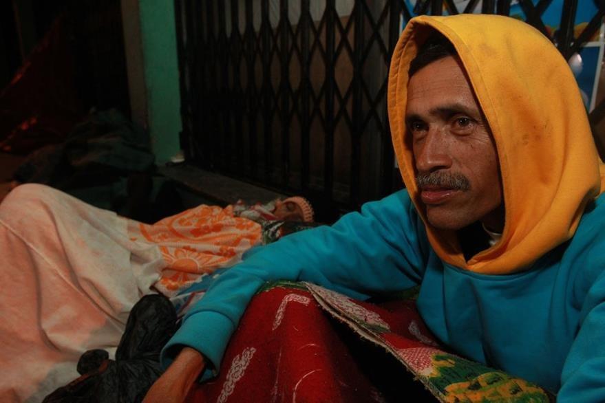 En calles de la zona 1, Marlon Rosales vive con su hermano Mynor. (Foto Prensa Libre: Estuardo Paredes)
