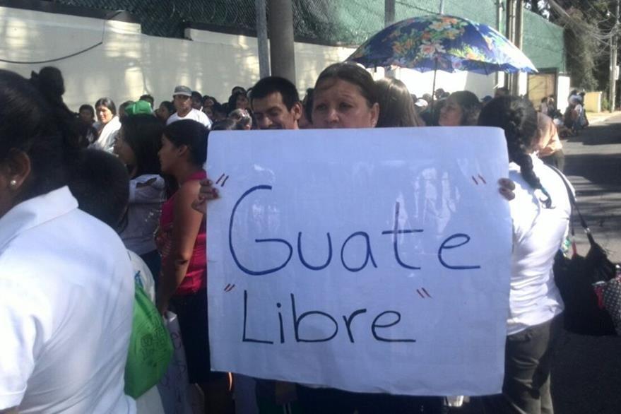Los manifetantes oraron y pidieron el retiro de la Cicig. (Foto Prensa Libre: Erick Ávila)
