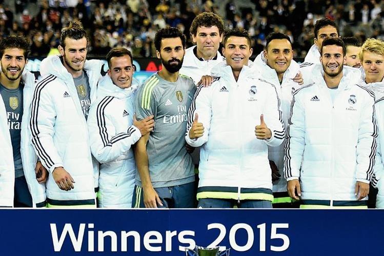 Los jugadores del Real Madrid festejan tras ganar el trofeo de la International Championship Cup soccer ante el Manchester City. (Foto Prensa Libre: AP)