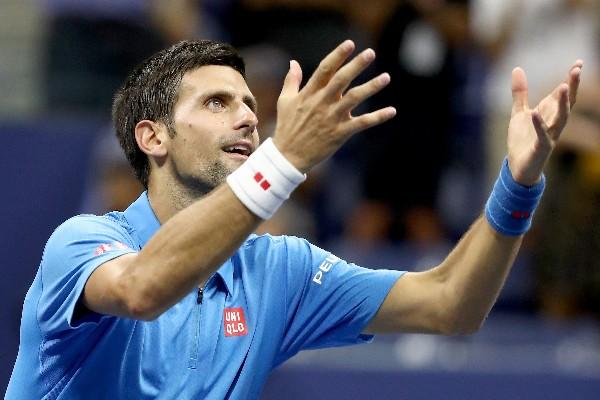 Novak Djokovic avanza sin jugar por lesión de su rival en el US Open. (Foto Prensa Libre: AFP)