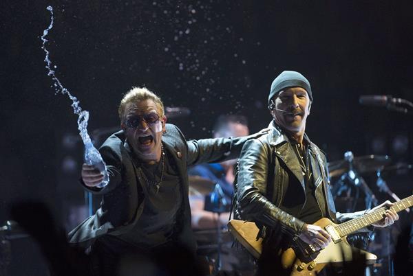 La banda irlandesaU2 realiza la gira Innocence and Experience. (Foto Prensa Libre: AP)