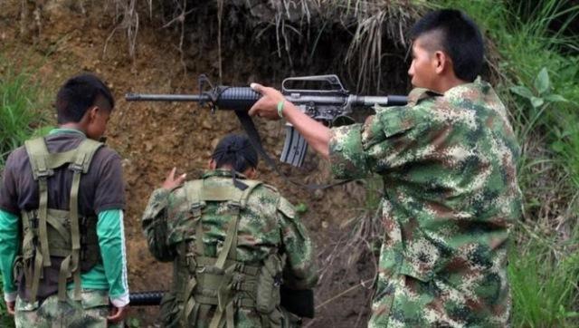 Gobierno y FARC acordaron este domingo, la salida progresiva de menores combatientes. (Foto Prensa Libre: AP)