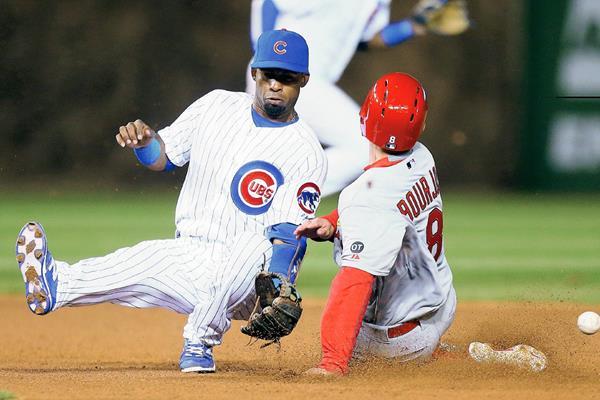 Los Cardenales consiguieron blanquear 3-0 a los Cachorros de Chicago en el juego inauguaral de las Grande Ligas. (Foto Prensa Libre: AP)