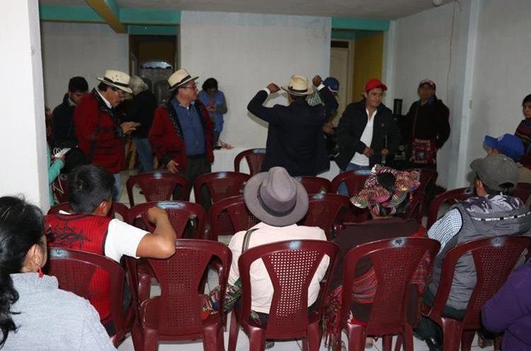 Ixiles celebra en Nebaj, Quiché, sentencia del caso de genocidio, emitida por el Tribunal de Mayor Riesgo B, en la capital. (Foto Prensa Libre: Héctor Cordero)