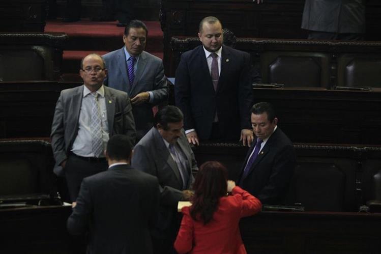 Diputados asisten a la primera sesión plenaria del año. (Foto Prensa Libre)